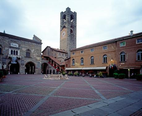 Bergamo「Piazza Vecchia in Bergamo」:スマホ壁紙(9)