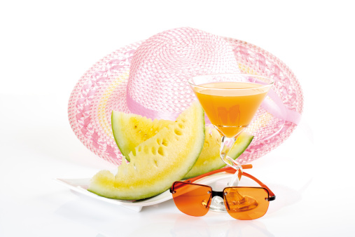 シリーズ画像「'Summer hat, sunglasses and drink, close-up'」:スマホ壁紙(15)