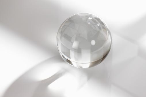 結晶「Crystal ball on white background」:スマホ壁紙(16)