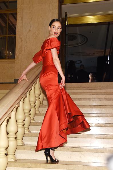 "Alternative Pose「Harper's BAZAAR Celebrates ""ICONS By Carine Roitfeld"" At The Plaza Hotel Presented By Infor, Estee Lauder, Saks Fifth Avenue, Fujifilm Instax, Genesis, And Stella Artois - Inside」:写真・画像(1)[壁紙.com]"