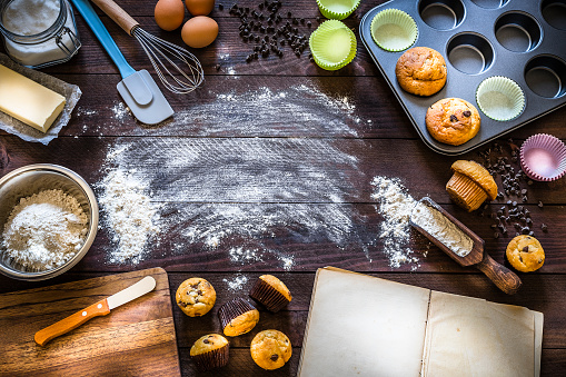 Cutting Board「Homemade muffins and ingredients to cook on rustic wooden table with copy space」:スマホ壁紙(13)