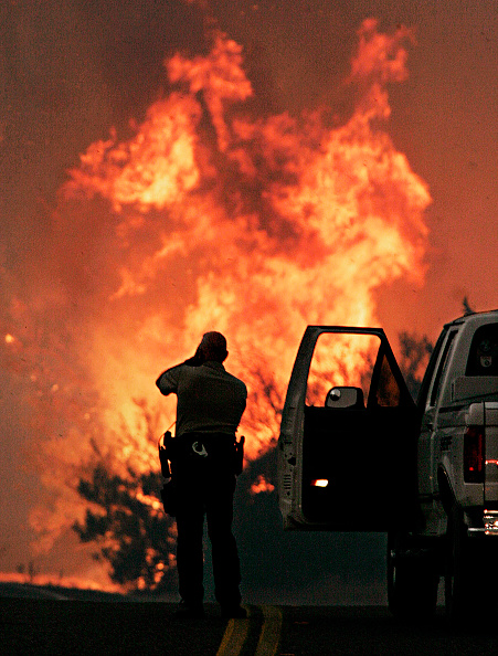 男性一人「Wildfires Burn In Western U.S.」:写真・画像(9)[壁紙.com]