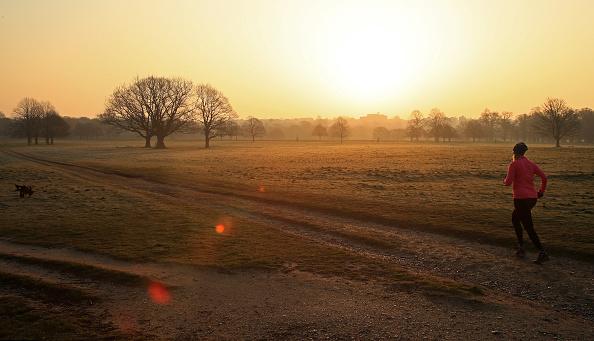 Jogging「The UK Adjusts To Life Under The Coronavirus Pandemic」:写真・画像(13)[壁紙.com]
