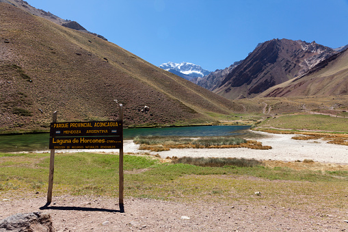 アコンカグア山「Laguna de Horcones at the foot of Aconcagua」:スマホ壁紙(7)