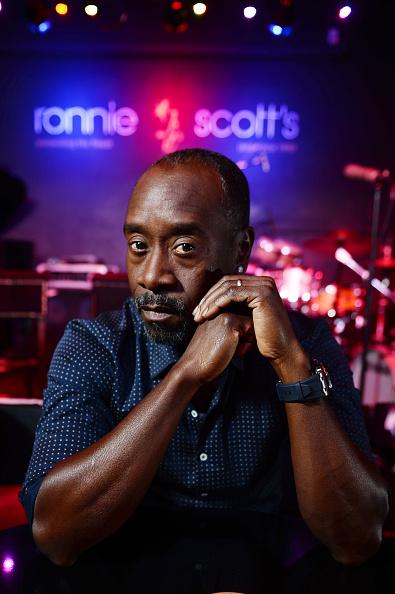 ドン チードル「Don Cheadle Visits Legendary London Jazz Venue Ronnie Scott's Ahead Of Release Of Miles Davis Film 'Miles Ahead'」:写真・画像(19)[壁紙.com]