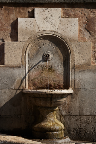 Drinking Fountain「Stone waterfountain with Roman inscriptions.」:スマホ壁紙(17)