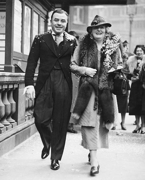 Coat - Garment「Dennis Noble And Wife」:写真・画像(2)[壁紙.com]