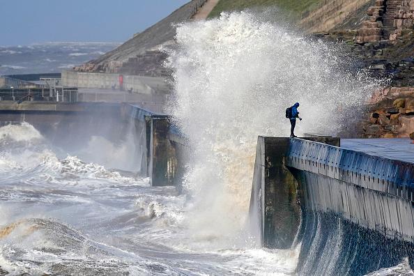 Wind「Storm Gareth Makes Landfall In The UK」:写真・画像(11)[壁紙.com]