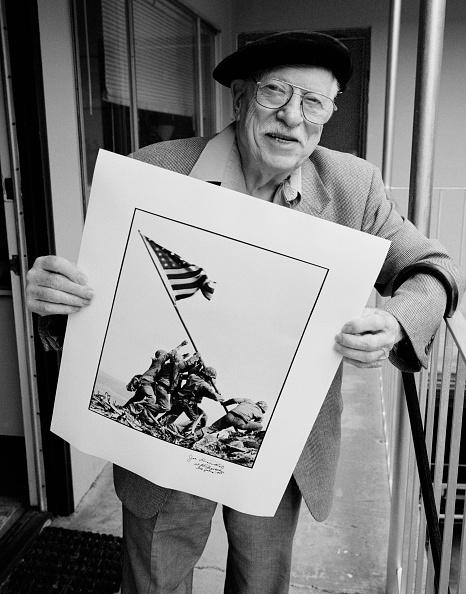 ピューリッツァー賞「Rosenthal Poses With Winning Photograph」:写真・画像(8)[壁紙.com]