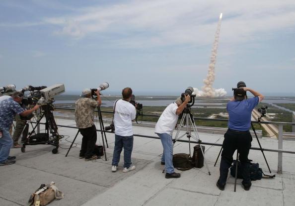 Hubble Space Telescope「Space Shuttle Atlantis Blasts Off To Repair Hubble Space Telescope」:写真・画像(3)[壁紙.com]
