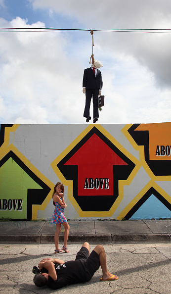 Wire Rope「Effigy Of Wall Street Banker Hangs By Freeway In Miami」:写真・画像(5)[壁紙.com]