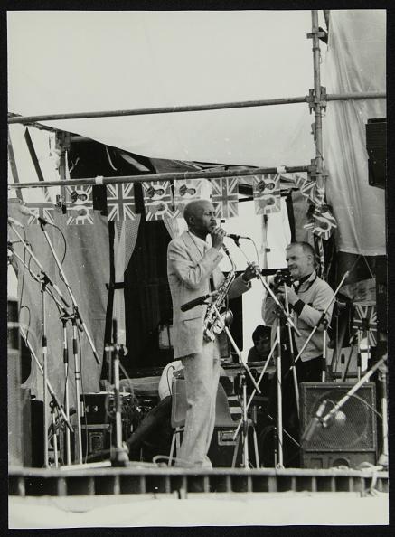 Photography Themes「Denis Williams photographing Eddie 'Cleanhead' Vinson at Knebworth, Hertfordshire, 1981.」:写真・画像(3)[壁紙.com]