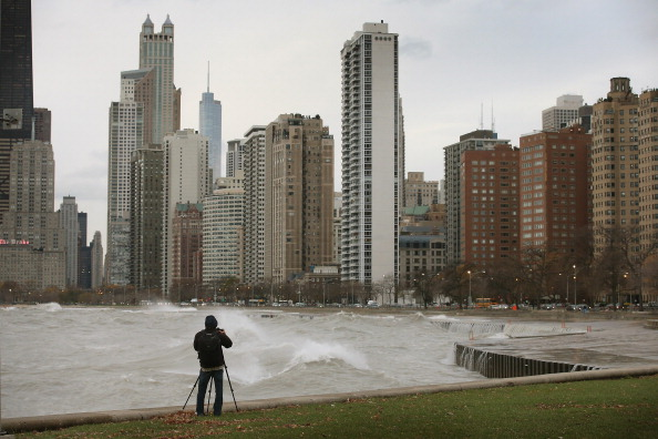 "Urban Skyline「""Frankenstorm"" Generates Large Waves On Lake Michigan」:写真・画像(0)[壁紙.com]"