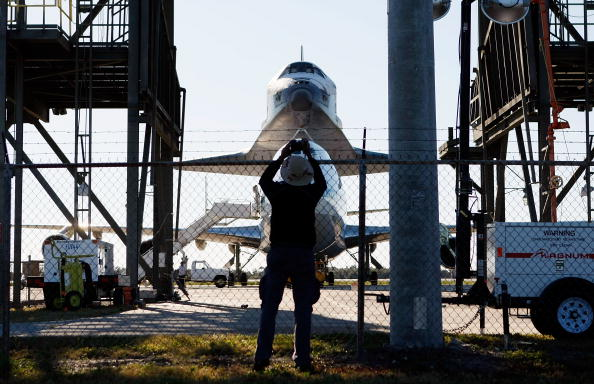 Space Shuttle Endeavor「Space Shuttle Endeavour Returns To Cape Canaveral Atop Plane」:写真・画像(10)[壁紙.com]