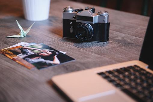 Paper Craft「Photographer's equipment on desk」:スマホ壁紙(13)