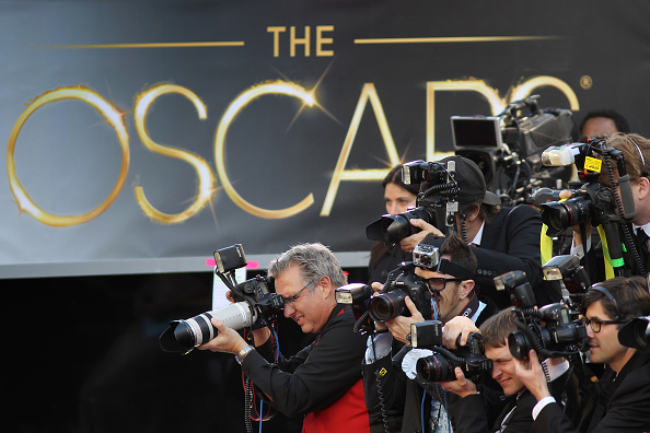 Oscar Statuette「85th Annual Academy Awards - Fan Arrivals」:写真・画像(3)[壁紙.com]