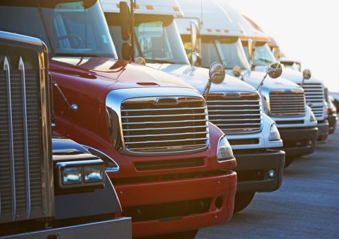 Conformity「Semi-trucks in a row」:スマホ壁紙(16)