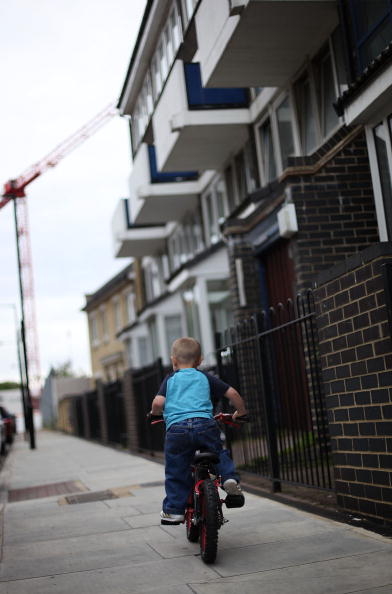 Environmental Issues「Housing Crisis Continues With 1 In 5 Children In Overcrowded Homes」:写真・画像(19)[壁紙.com]