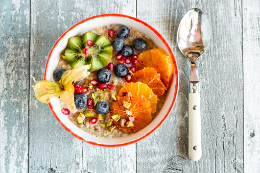 Blood Orange「Superfood breakfast with porridge, amaranth, various fruits and pistachios」:スマホ壁紙(2)