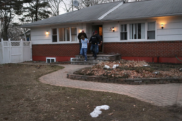 Detainee「Federal Agents Target Immigrant Gangs On Long Island」:写真・画像(13)[壁紙.com]
