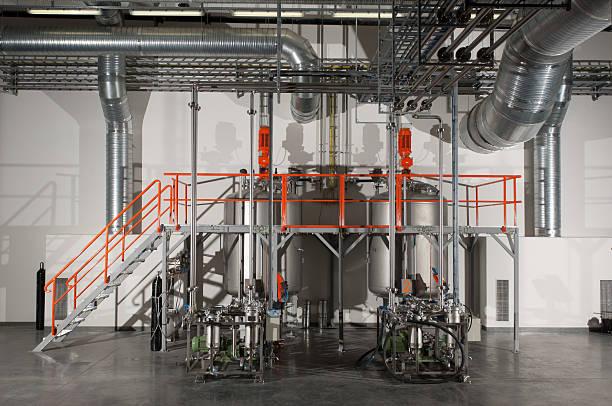 Modern chemical plant. Havy industry:スマホ壁紙(壁紙.com)