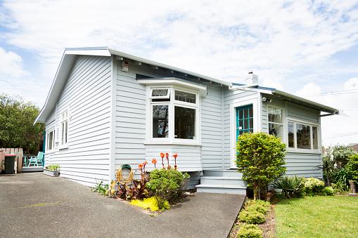 New Zealand「Exterior shot of a bungalow」:スマホ壁紙(15)