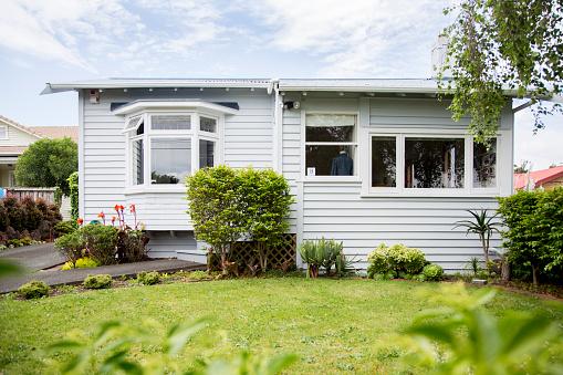 Auckland「Exterior shot of a bungalow」:スマホ壁紙(7)