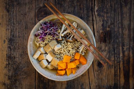 ヒラタケ「Miso Ramen soup with noodles, red radish sprouts, pumpkin, fried tofu, shimeji and king trumpet mushroom」:スマホ壁紙(16)