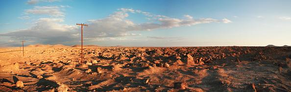 静かな情景「Abandoned electricity pylons in the Atacama Desert, next to Marêa Helena in the Region of Antofagasta, Chile」:写真・画像(6)[壁紙.com]