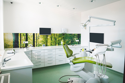 Dental Health「Dentist's chair in brightly lit clinic」:スマホ壁紙(13)