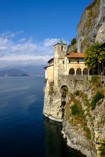 Steep「Italy, Lake Maggiore, Santa Caterina del Sasso」:スマホ壁紙(17)