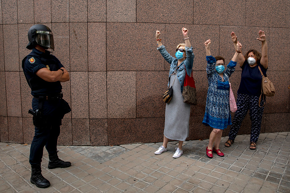 Madrid「Madrid's Vallecas Neighborhood Protests Lockdown Measures」:写真・画像(18)[壁紙.com]