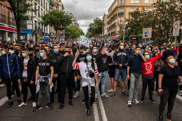 Madrid「Madrid's Vallecas Neighborhood Protests Lockdown Measures」:写真・画像(13)[壁紙.com]