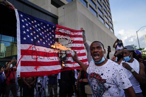 Protest「Atlanta Protest Held In Response To Police Custody Death Of Minneapolis Man George Floyd」:写真・画像(11)[壁紙.com]