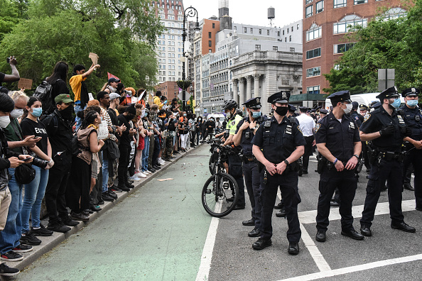 New York City「Protesters Gather In New York City To Denounce Police Killing Of Minneapolis Man George Floyd」:写真・画像(6)[壁紙.com]