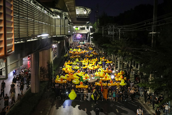 Yellow「Pro-democracy Protesters March To Infantry Regiment Base」:写真・画像(17)[壁紙.com]