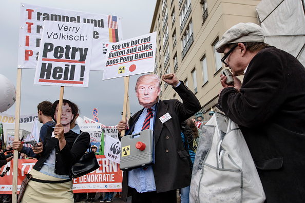 Free Trade Agreement「Protesters Demonstrate Against TTIP And CETA Trade Agreements」:写真・画像(15)[壁紙.com]