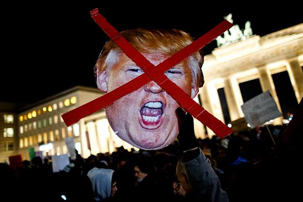 抗議者「Trump Critics Rally In Berlin」:写真・画像(14)[壁紙.com]