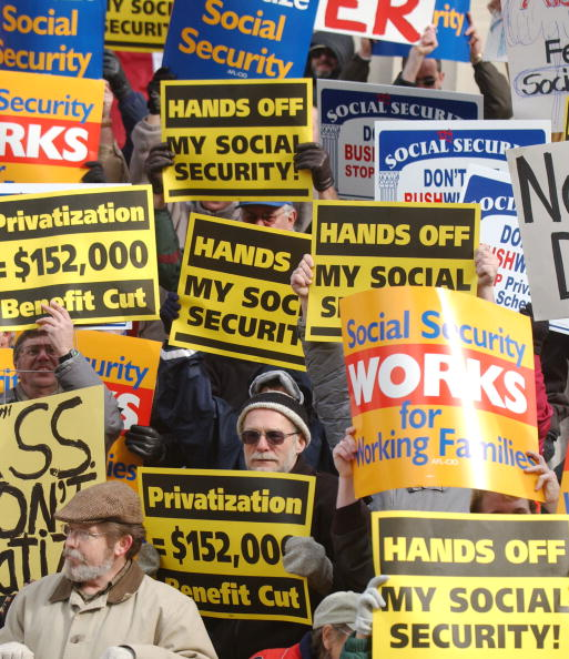 Aging Process「Demonstrators Protest Bush's Social Security Privatization Plan」:写真・画像(6)[壁紙.com]