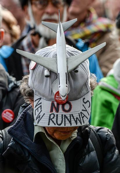 Heathrow Airport「Protest Over The Proposed Heathrow Expansion Is Held In Parliament Square」:写真・画像(2)[壁紙.com]