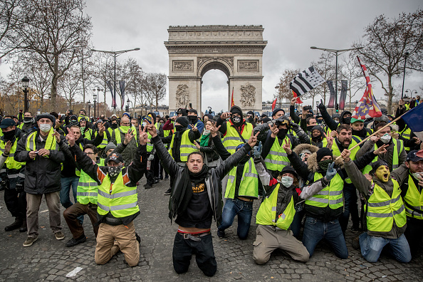 France「'Yellow Vests' Return to Paris Streets」:写真・画像(7)[壁紙.com]