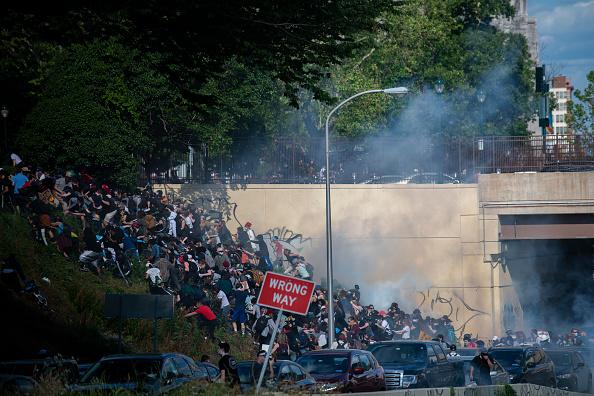 Center City - Philadelphia「Protests Continue In Philadelphia In Response To Death Of George Floyd In Minneapolis」:写真・画像(8)[壁紙.com]