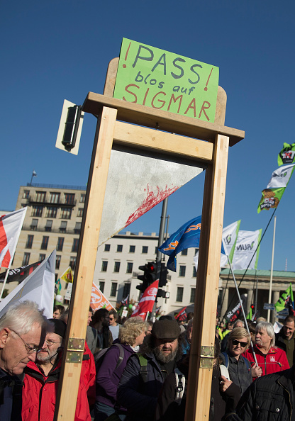 Free Trade Agreement「Thousands Protest TTIP And CETA Trade Accords」:写真・画像(9)[壁紙.com]