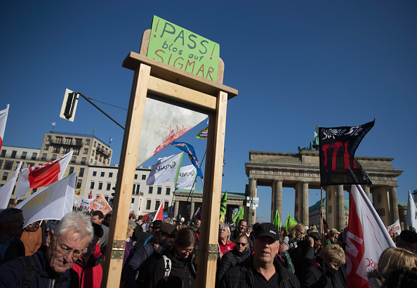 Free Trade Agreement「Thousands Protest TTIP And CETA Trade Accords」:写真・画像(8)[壁紙.com]