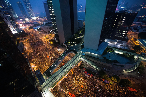 Occupy Central「Sit In Protest Continues In Hong Kong Despite Chief Executive's Calls To Withdraw」:写真・画像(2)[壁紙.com]