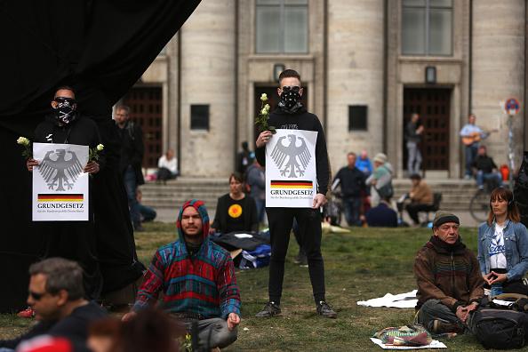 Germany「Protesters Demand End To Coronavirus Lockdown Measures」:写真・画像(16)[壁紙.com]