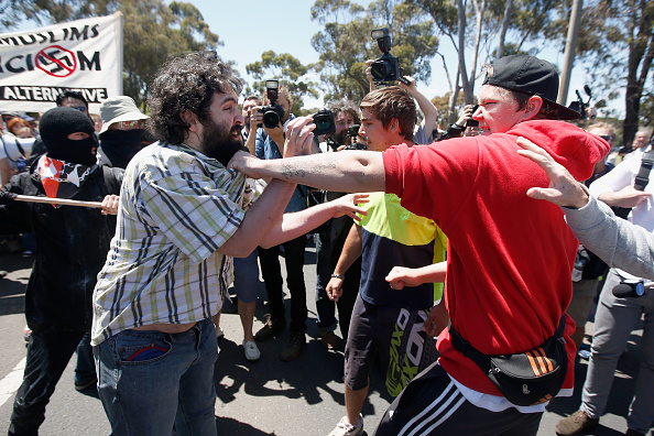 対決「Reclaim Australia Rally Held In Melbourne」:写真・画像(17)[壁紙.com]