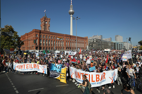 Berlin「Large-Scale Protest March For An Open Society」:写真・画像(19)[壁紙.com]