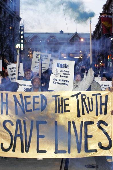 Bisexuality「Rally Criticizes Bush Sex-Disease Initiative」:写真・画像(19)[壁紙.com]