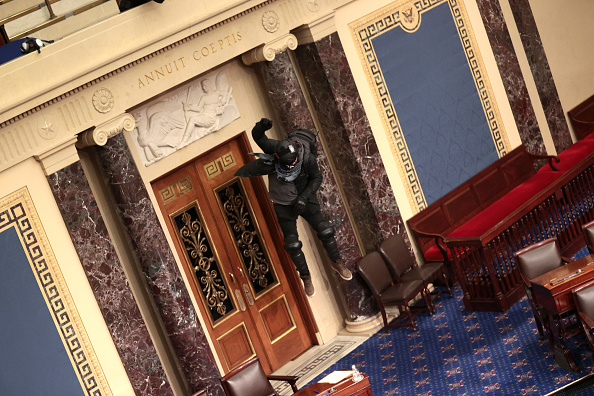 Entering「Congress Holds Joint Session To Ratify 2020 Presidential Election」:写真・画像(5)[壁紙.com]